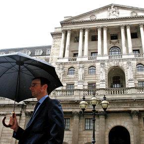 Банк Англии просит банки увеличить капитал на фоне рисков проблем с розничными кредитами