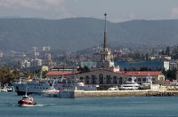 Вид на морской вокзал в городе Сочи