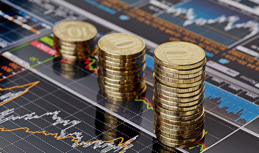 Курс евро потерял 70 копеек, доллар— практически 23 копейки