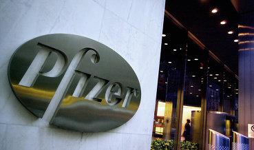 Fitch ухудшило прогноз по рейтингу Pfizer до негативного со стабильного