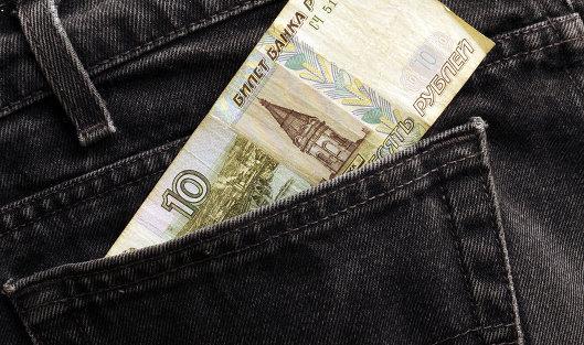 Дорожающая нефть позволила рублю незначительно укрепиться кдоллару иевро