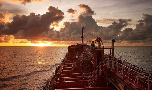 Нефть из Ирана хранится в портах Китая в обход санкций США