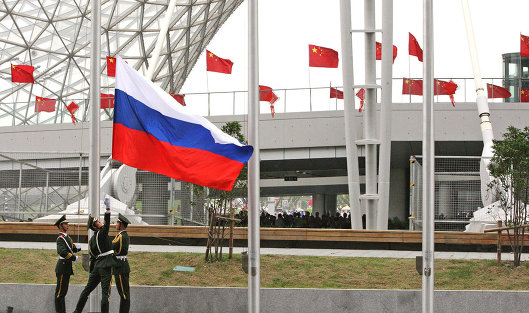 Поднятие российского флага в Шанхае. Архив