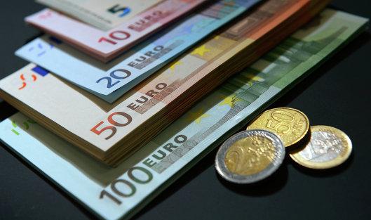 Валюты дорожают крублю наоткрытии торгов, евро достиг 70 руб.