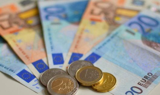 ЦБ увеличил курс евро на75 копеек