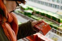 Посетитель в супермаркете