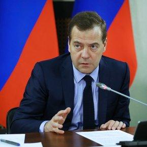 Медведев: Сейчас нельзя решать проблемы бюджета повышением налогов