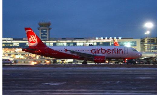 *Пассажирский аэробус А-320 авиакомпании Air Berlin в аэропорту Домодедово