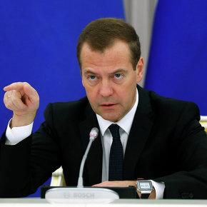 Медведев: РФ и Украина обсуждают долг Киева на уровне Минфинов