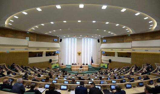 822364616 - СФ одобрил запрет чиновникам владеть через третьих лиц финансами за рубежом
