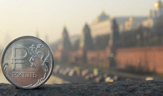 #Рублевая монета на фоне Московского Кремля