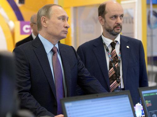 Президент России Владимир Путин и советник президента по интернету Герман Клименко