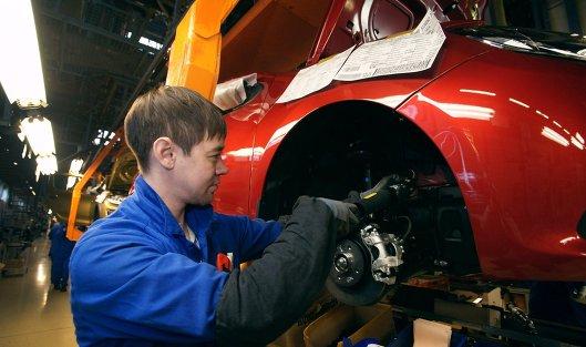 *Сборочное производство на конвейере завода АвтоВАЗ в городе Тольятти