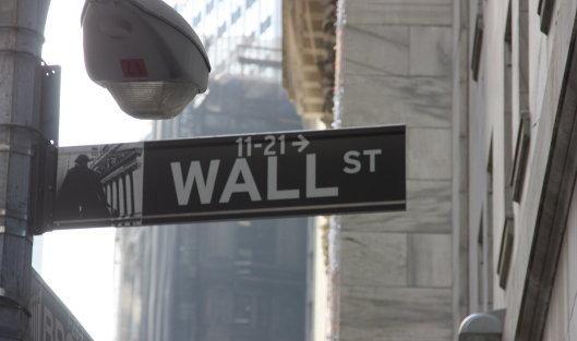 #Указатель на Wall Street в Нью-Йорке