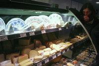 Продажа разных сортов сыра в одном из супермаркетов X5 Retail Group