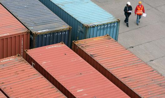 Работа контейнерного терминала Калининградского морского торгового порта