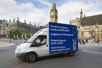 Грузовик у здания британского парламента в Лондоне с агитацией за выход Великобритании из Европейского Союза