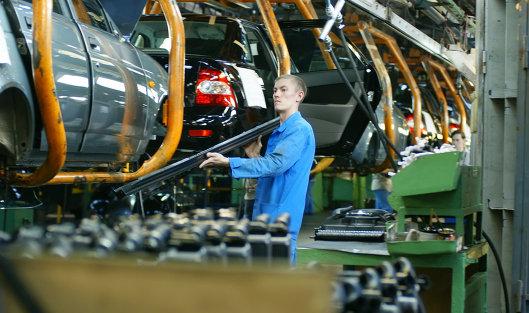 """825996893 - """"АвтоВАЗ"""" с мая повышает цены на весь модельный ряд в среднем на 2% из-за падения рубля"""