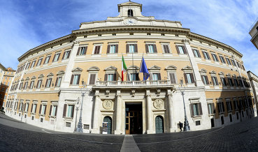 """Fitch понизило суверенный рейтинг Италии до """"BBB"""" с """"BBB+"""", прогноз стабильный"""