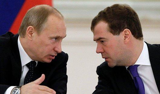 Медведев и Путин будут продолжать консультации по новому правительству - источник