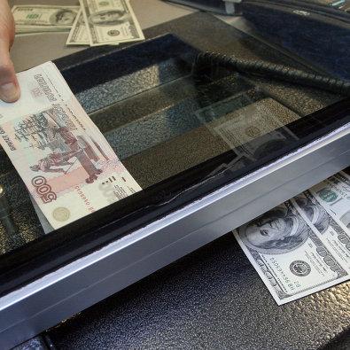 Российские банки не фиксируют повышенного спроса на покупку долларов и евро