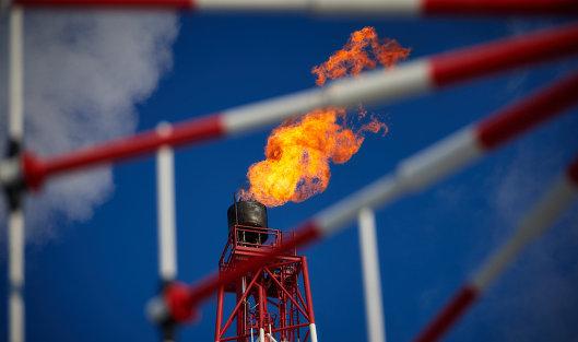 #Газовый факел морской нефтеперерабатывающей платформы