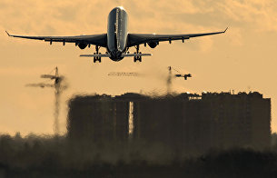 """Самолет Airbus A330 авиакомпании """"Аэрофлот"""" совершает взлет в международном аэропорту Шереметьево."""