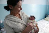 Женщина с новорожденным сыном