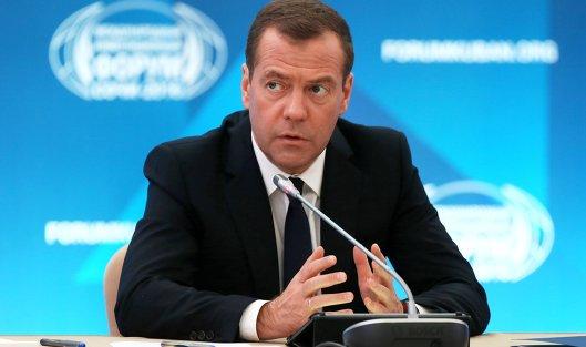 826679547 - Медведев поручил приостановить продажу непищевой продукции с долей спирта от 25%