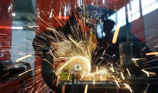 Росстат: Промпроизводство вРФ продолжает сокращаться