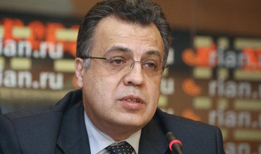 СМИ: Российский посол в Анкаре тяжело ранен после нападения
