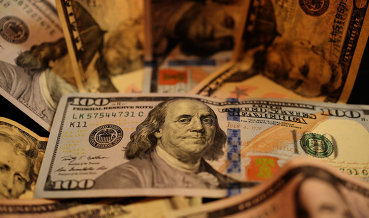 Биржевой курс доллара упал ниже 59 руб на фоне роста нефтяных котировок