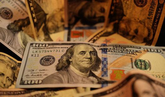 827017311 - Средневзвешенный курс доллара снизился до 57,77 рубля