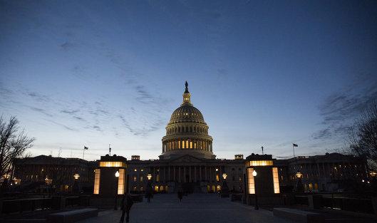 """В последний месяц своего президентского срока Обама вновь расширил список антироссийских санкций. Это коснулось пятерых россиян. Также Конгресс рассмотрел законопроект по введению """"всеобъемлющего"""" пакета санкций в отношении России из-за приписываемых ей кибератак на избирательную систему США."""