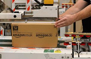 """"""" Упаковка товаров на складе компании Amazon в Великобритании"""