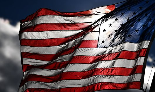#Американский флаг на одной из улиц в Вашингтоне