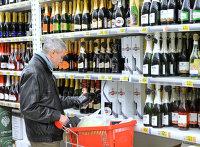 Полка с алкоголем в магазине
