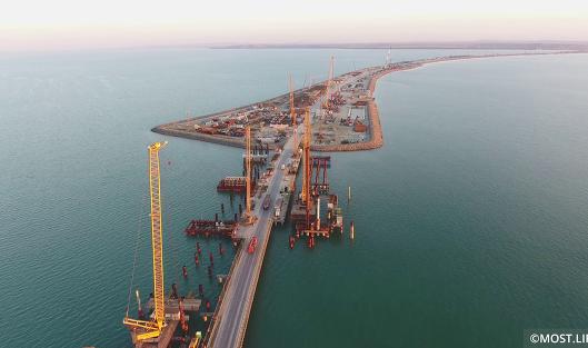 Украина решила судиться сРоссией из-за моста вКрым
