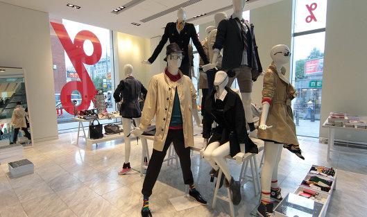 Символ процента в отделе продажи верхней одежды торгового центра TSVETNOY CENTRAL MARKET в Москве