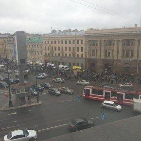 Взрывы в метро Петербурга произошли на двух станциях