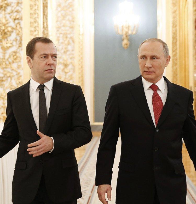 Президент РФ Владимир Путин и председатель правительства РФ Дмитрий Медведев после ежегодного послания президента РФ Федеральному Собранию в Кремле. 1 декабря 2016