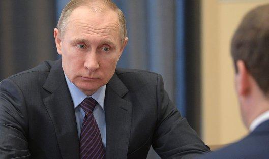 #Президент РФ Владимир Путин во время встречи с председателем правительства РФ Дмитрием Медведевым. 17 апреля 2017