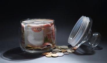 Рубль мало меняется к доллару и евро на фоне нефти по $63 и выходных в США