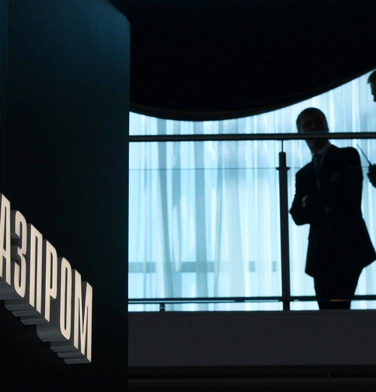"""Логотип компании """"Газпром"""" на павильоне в выставочном комплексе """"Ленэкспо"""""""