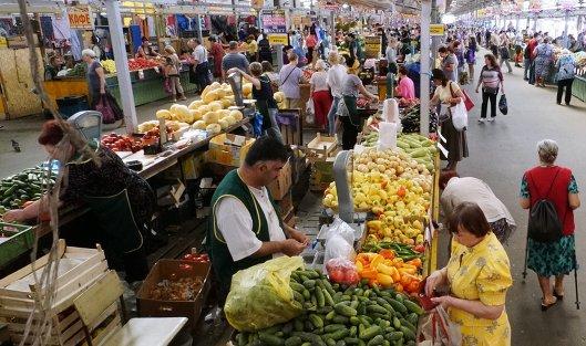 Рыночная торговля на Центральном продовольственном рынке Калининграда