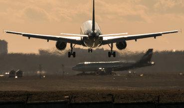 """Авиакомпания """"Азимут"""" предлагает разрешить полеты в страны ЕврАзЭС на начальном этапе"""
