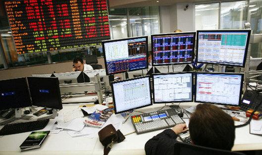 Рынок акцийРФ снизился вслед замировыми биржами нагеополитической напряженности