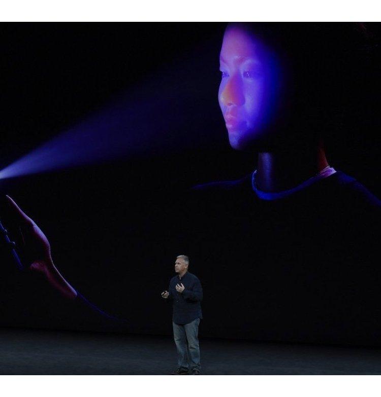 Apple провалила презентацию iPhone X: расхваленная функция Face ID не сработала