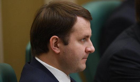 #Министр экономического развития РФ Максим Орешкин выступает на первом заседании осенней сессии Совета Федерации РФ. 27 сентября 2017