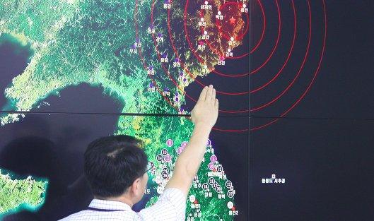 #Специалист отдела мониторинга сейсмической активности Южной Кореи на брифинге в Сеуле